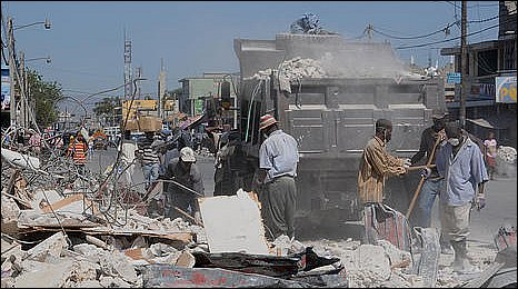 Inhabitants in Port-au-Prince clear rubble off the streets