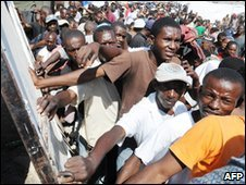 Haitians queue for water at distribution point in Port-au-Prince - 2 February 2010