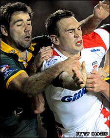 Kevin Sinfield is challenged by two Asutralian during the 2009 Four Nations