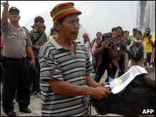 """Photo taken on January 28, 2010 shows a man holding a buffalo to symbolise Indonesian President Susilo Bambang Yudhoyono as """"big, slow and stupid like a buffalo"""" during a protest against the government"""