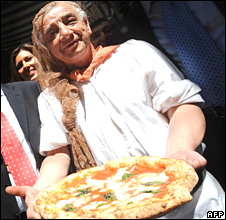 File pic of pizza maker in Naples