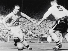 Stanley Matthews attacking