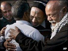 Mourners in Karachi, 6 Feb 2010