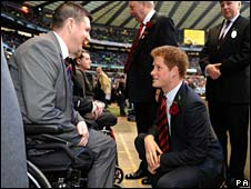 Prince Harry meetd Sgt Barrett