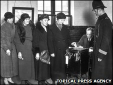Voters queueing up in St Pancras 1937
