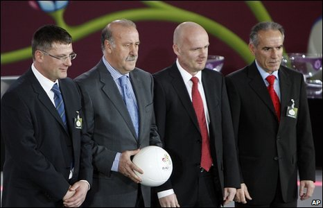 The head coaches of Group I, Scotland Craig Levein, Spain Vicente Del Bosque, Czech Republic Michal Bilek and Liechtenstein Hans-Peter Zaugg