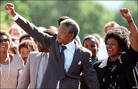 Nelson Mandela and his then wife Winnie raise fists upon his release from Victor Verster prison, 11 February 1990 in Paar