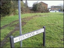 Grass verge at Fernbank Avenue, Walton-on-Thames