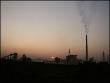 Lanjigarh refinery in Orissa at night (Photo: Amnesty International)