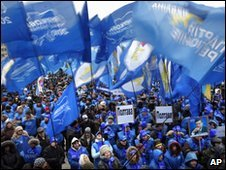 Supporters of Viktor Yanukovych gather in front of Central Election Commission in Kiev - 8 February 2010