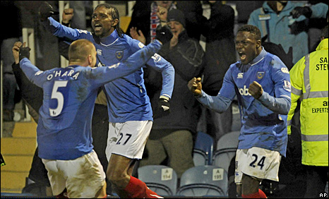 Aruna Dindane celebrates his equaliser with Jamie O'Here and Kanu