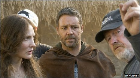 Cate Blanchett and Russell Crow take direction from Ridley Scott