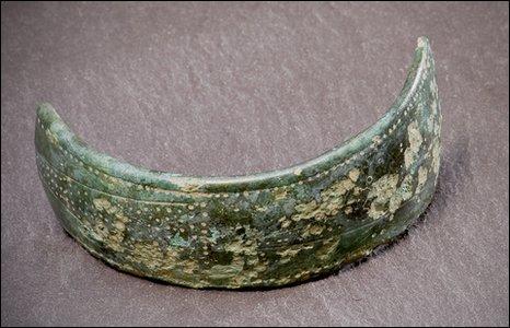 The bracelet fragment