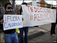 Protesters in Ciudad Juarez hold signs saying &quot;Calderon out&quot; and &quot;You apologise and resign&quot;