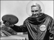 Walter Frederick Morrison with Pluto Platter in 1957