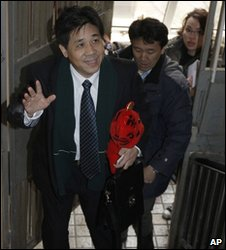 Feng Zhenghu arrives at his apartment in Shanghai, 12 Feb