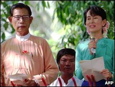 Tin Oo (left) with Aaung San Suu Kyi, file pic from 1996