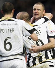 St Mirren celebrate Michael Higdon's goal