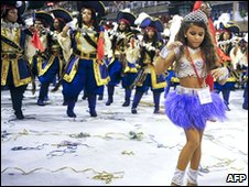 Julia Lira leads the Viradouro samba school