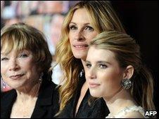 Shirley MacLaine, Julia Roberts and Emma Roberts