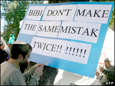 Jewish settlers protest against the government order to stop building [6 January 2010]