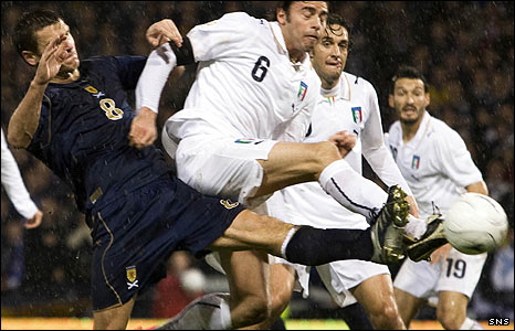 Lee McCulloch in action for Scotland against Italy