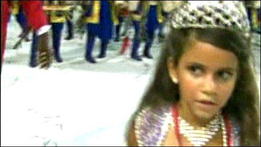 Preteen Carnival queen breaks down in tears at Rios