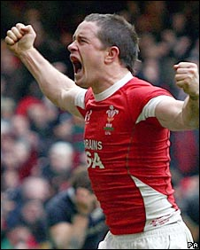 Shane Williams celebrates his match-winning try on Sunday