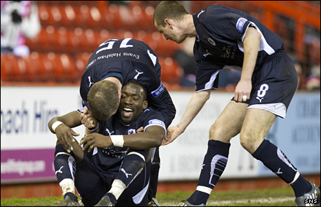 Gregory Tade scored the only goal of the game to send Aberdeen out of the cup