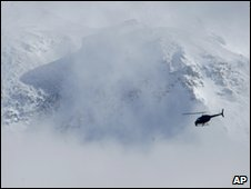 A helicopter above Mount St Helens, 16 Feb 2010