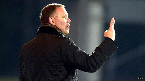 Hibs manager John Hughes issues instructions at McDiarmid Park