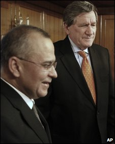Pakistani Foreign Secretary Salman Bashir (left) with US envoy to Afghanistan and Pakistan  Richard Holbrooke