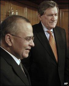 Pakistani Foreign Secretary Salman Bashir (left) with US envoy to Afghanistan and Pakistan  Richard Holbrooke