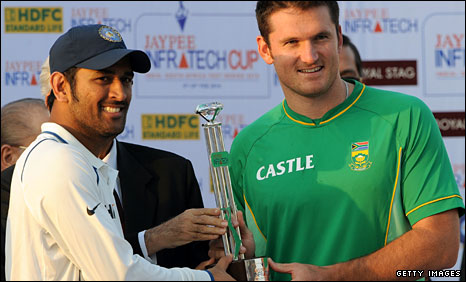 India captain Mahendra Dhoni and South Africa skipper Graeme Smith