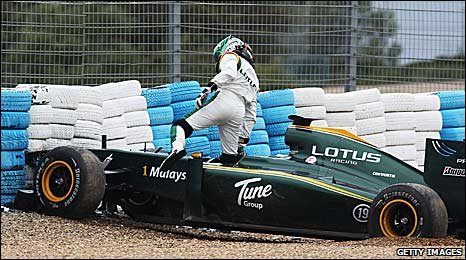 Heikki Kovalainen crashes his Lotus