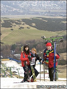 Robin Harper MSP with Lucy Singh and Hannah Dolby, who set up the save Midlothian Snowsports Centre Facebook group/Pic: Ivon Bartholomew