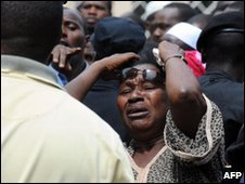 A Guinean woman cries at Conakry great mosque, 02/10