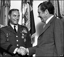 Alexander Haig shakes hands with Richard Nixon (1973)