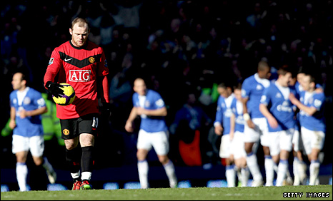 Wayne Rooney walks away as Everton celebrates