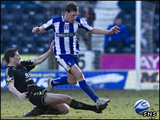 St Mirren midfielder Hugh Murray and Kilmarnock striker Chris Maguire