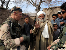 Dutch soldiers speak to Afghans in Uruzgan (21 January 2010)