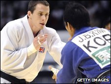 Euan Burton takes on Jae-Bum Kim