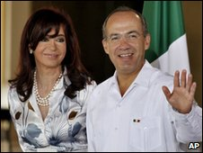 Argentina's President Cristina Kirchner and Mexico's President Felipe Calderon  in Cancun 22 February 2010 