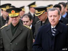 Gen Ilker Basbug (left) and Recep Tayyip Erdogan (December 2009)