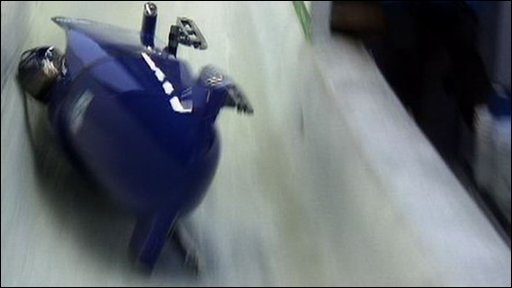 GB bobsleigh turns over on 3rd run