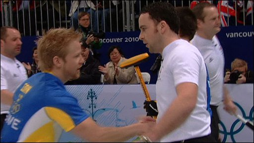 David Murdoch shakes hand with Swedish Skip