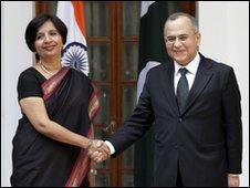 Indian Foreign Secretary Nirupama Rao, left, shakes hand with her Pakistani counterpart Salman Bashir before the start of a delegation level meeting, in New Delhi, Thursday, Feb. 25, 2010.