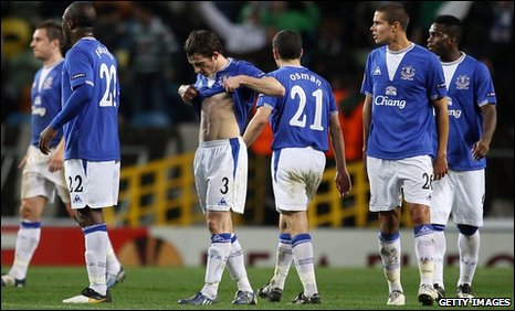 Everton show their disappointment aftre their defeat in Lisbon