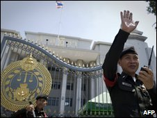 Thai policeman outside Supreme Court in Bangkok - 26 February 2010