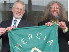 Philip Snow and Jeff Kent with the pennant of Mercia